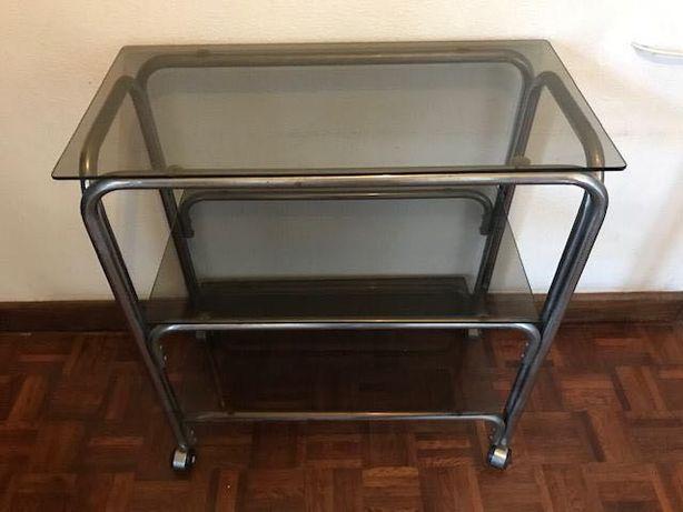 Mesa em vidro e ferro, 3 prateleiras e rodizios P/ TV apoio