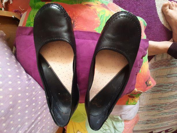 Кожа очень качественные удобные туфельки Clarks 38 р.