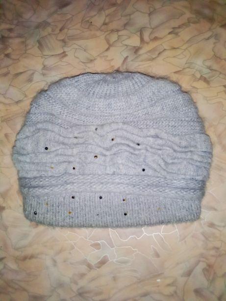 Продам женскую зимнюю шапку