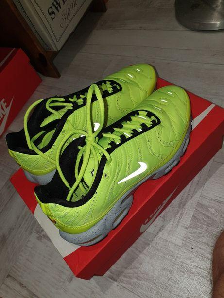 Nike Air Max Plus PRM Grey Volt CW