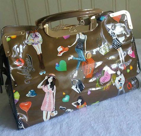 Лаковая,стильная сумочка для модницы новая.