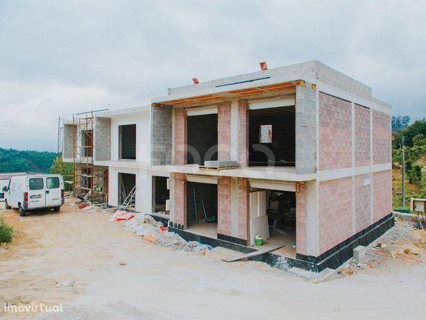 Moradias T3 Geminadas em construção