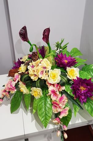 Kompozycja kwiatowa na grób