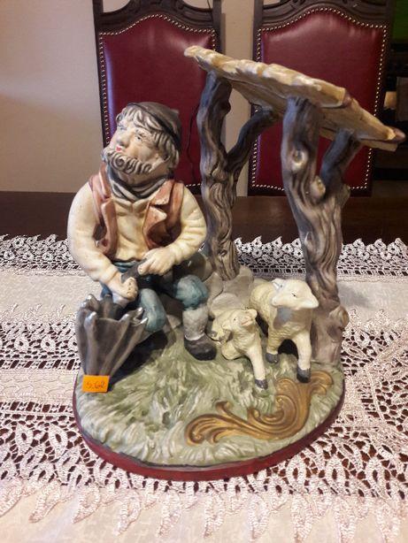 Figurka porcelanowa - pasterz z owcami (S.62)