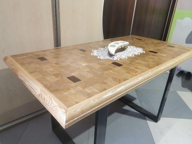 Stół drewniany z metalowym nogami