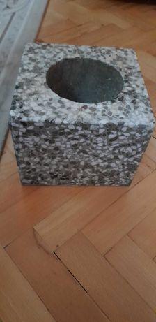 Wazon  lastryko  w kształcie kostki