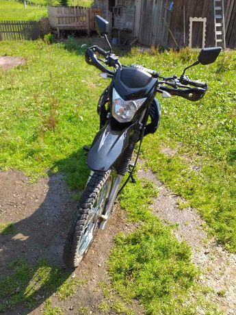 Мотоцикл Spark 250 кубів