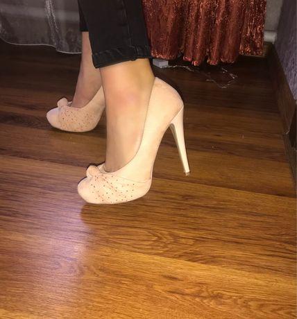 Туфли женские Dorothy Perkins на каблуке