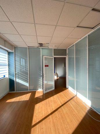Espaço para escritórios ou serviços com 160 m2 Gato Bravo - Almada