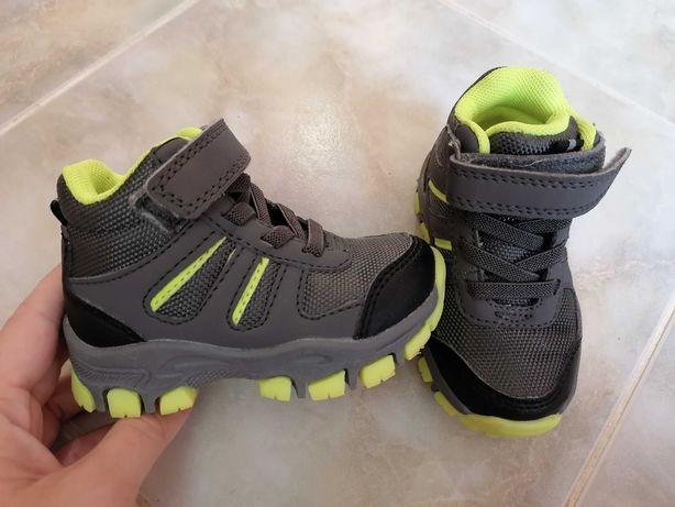 Взуття на хлопчика демісезонне