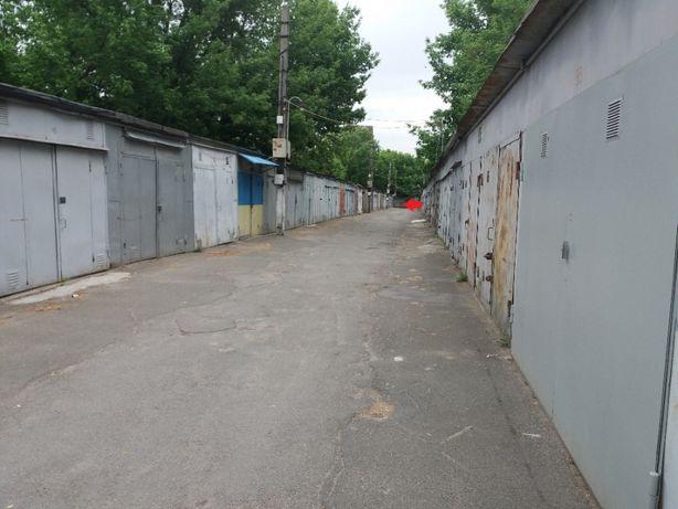 Гараж 36 кв.м.Метро Берестейская,ул.Радищева 3a.ГСК Жовтневый.Хозяин.