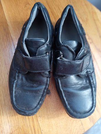Подарую Дитяче взуття
