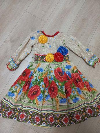Платье  в украинском стиле, вышиванка 3-5лет. Кожаные чешки.
