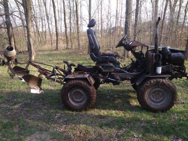 Продам тракторець з маніпулятором.