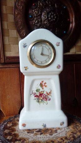 Stary porcelanowy niemiecki zegar mechaniczny