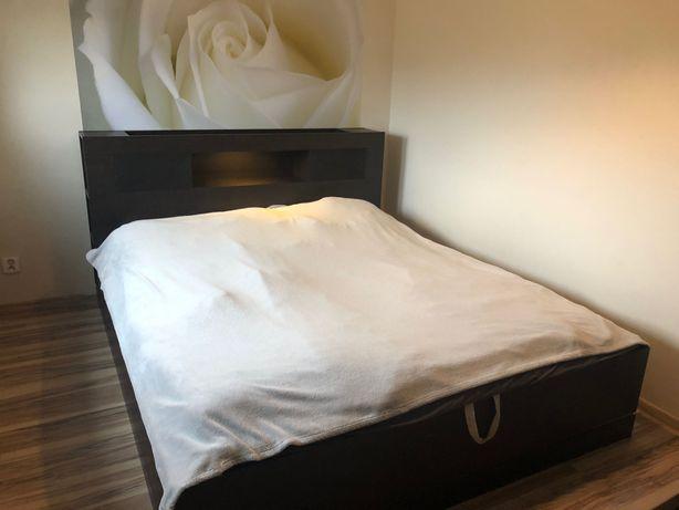 Łóżko 2 osobowe z otwieraną skrzynią.