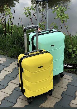 Чемодан дорожный валіза на 4 колес Нова 147 модель  Ударостійкий
