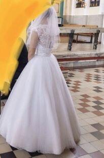 Suknia ślubna princeska wraz z welonem obszytym koralikami