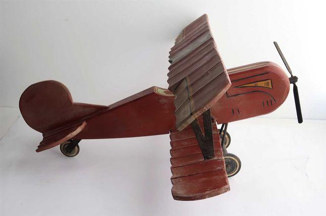 Grande Avião Antigo Em Madeira