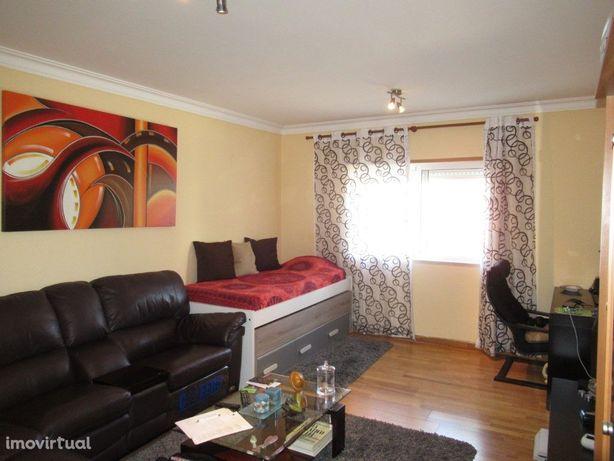 Apartamento T1 - com 60m2 - c/ARRECADAÇÃO - Vila Franca d...