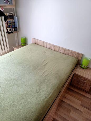 Łóżko, szafki, lampki