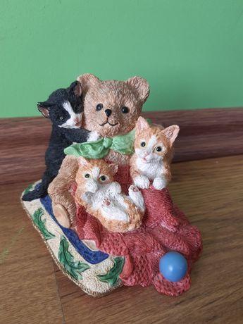 Śliczna figurka Bear Hug z kolekcji collectible world studios kolekcja