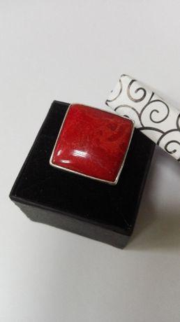 Srebrny pierścionek z koralowcem, rozm. regulowany (925)