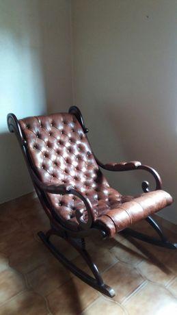 Cadeira de baloiço em madeira