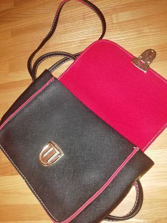 Чёрная сумка-клатч с красными вставками