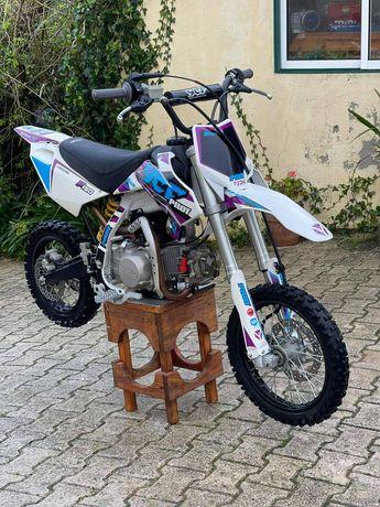 Pit bike 150 cc.