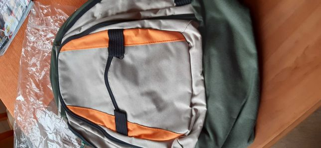 Nowy plecak, butelkowa zieleń z beżem