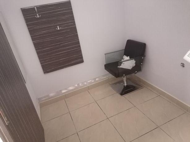 Lokal do wynajęcia/stanowisko na paznokcie,rzęsy w salonie fryzjerskim