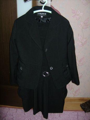 Продам красивый школьный костюм тройка на девочку рост 134см