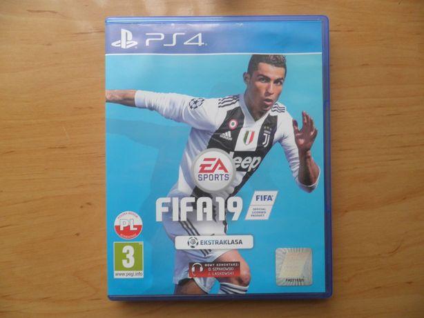 Gra na PS 4 FIFA 19 + gratis
