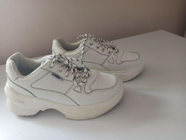 Кросівки білі жіночі