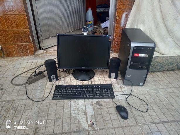 Computador,monitor,rato,teclado,colunas e câmara Compaq