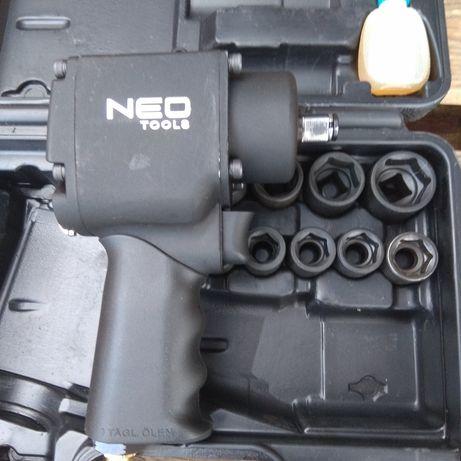 Klucz udarowy pneumatyczny 1/2 NEO 12-022 z kompletem nasadek