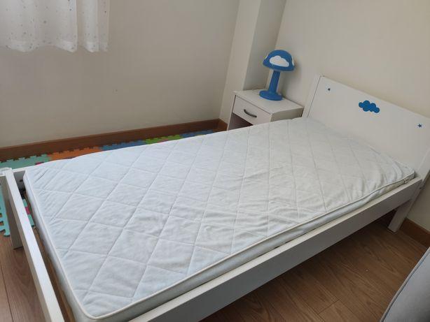 Cama IKEA com colchão (criança)