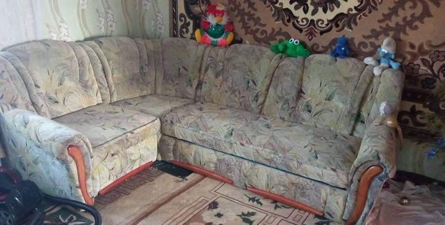 Угловой диван продам