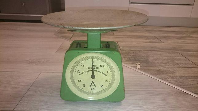 Zielona, metalowa waga kuchenna, prl, retro, vintage, sprawna.