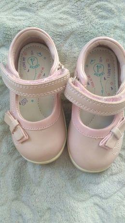 Туфельки для дівчинки!
