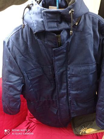 Куртка зимняя новая отличная можно носить зимой,хоть на роботу.