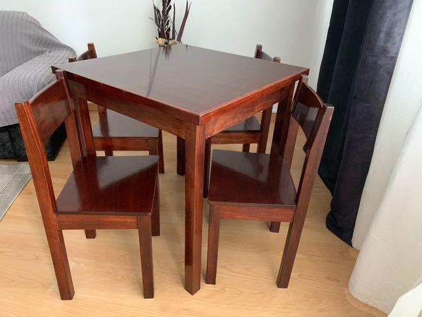Mesas e Cadeiras em mogno