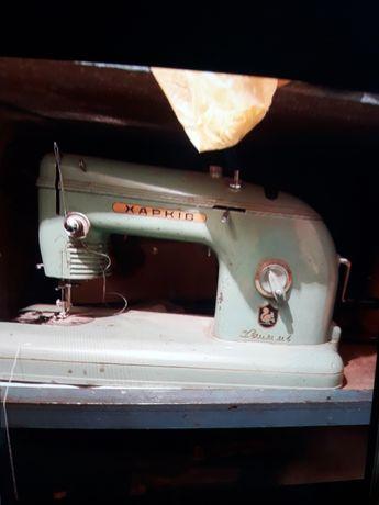 Продам швейную машинку Харьков и оверлок
