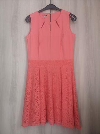 Sukienka łososiowa z koronką