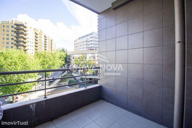 Apartamento T2 na Av da Republica C/ Varanda Vila Nova Gaia