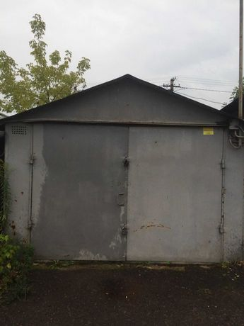 """Металевий гараж неподалік """"ВАМ"""" на вулиці Б. Хмельницького"""