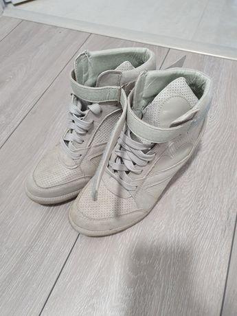 Botki sneakersy na koturnie