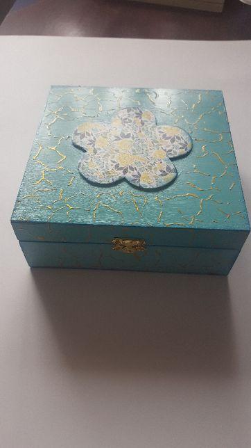Śliczne pudełko na skarby lub inne przedmioty