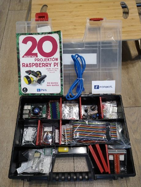Zestaw Rapsberry Pi 3B+ oraz Książka i masa akcesoriów